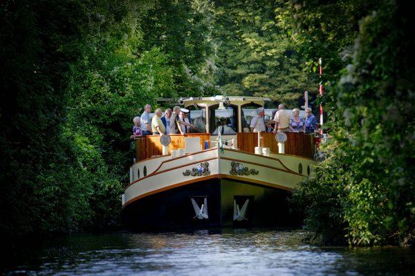 2012.112172 ; 09-09-2012; NIVEAU Bizz MAGAZINE Euregio; Panorama; Maastricht;Rederij Stiphout; Maas; Rondvaartboot Stiphout ; Rondvaart Boscherveld Voedingskanaal Toerisme ;